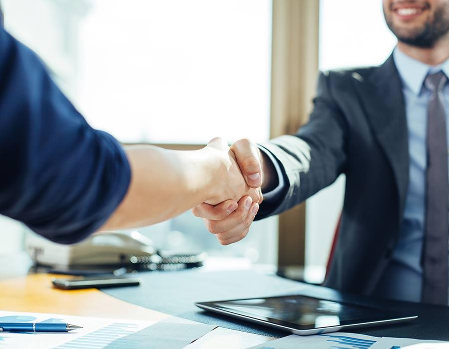 Men-Handshake